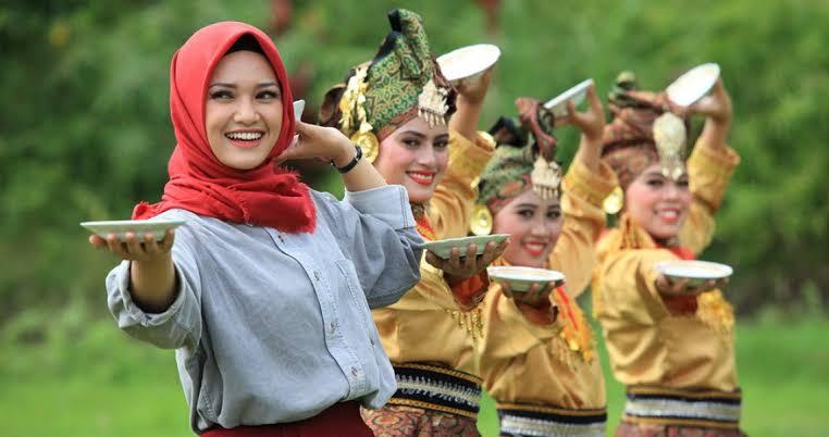 Tari Piring Sumatera Barat